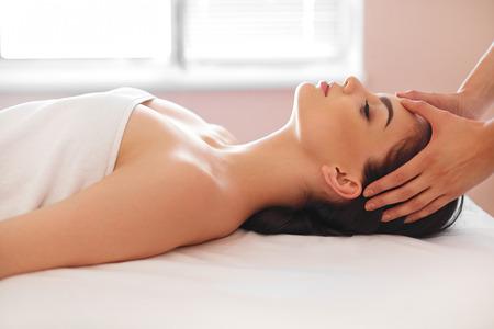 massage voor ontspanning van het gezicht